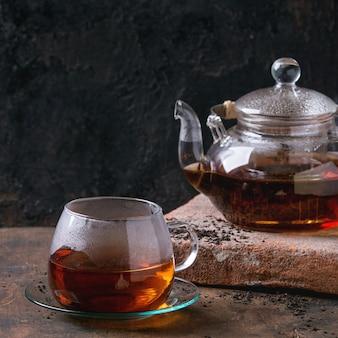 Beker van zwarte thee