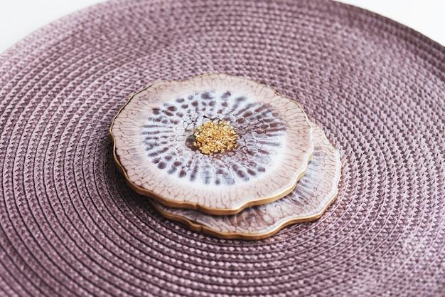 Bekerhouder, dienblad van epoxyhars, geslepen steen in maritieme stijl.