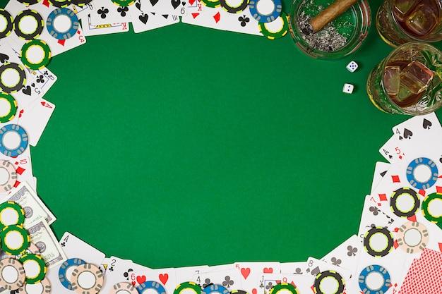 Bekijk van bovenaf met kopie ruimte banner sjabloon lay-out mockup voor online casino groene tafelblad weergave...