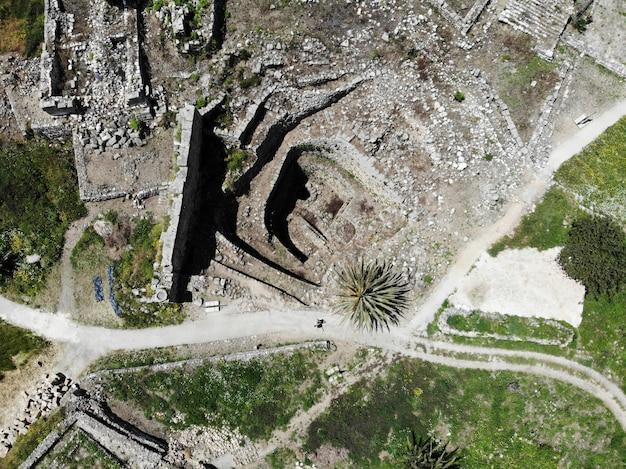 Bekijk van bovenaf op de libanon. west-azië en het midden-oosten land dat ook libanese republiek wordt genoemd. luchtfoto gemaakt door drone. te veel dingen te doen en te veel plaatsen om te gaan voor toeristen.