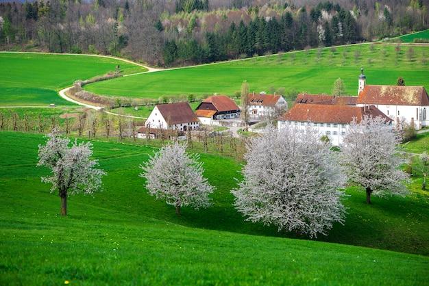Bekijk van bovenaf op olsberg klooster. olsberg is een gemeente in het district rheinfelden in het kanton aargau in zwitserland