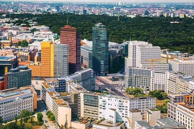 Bekijk van bovenaf van het plein van potsdam in berlijn duitsland