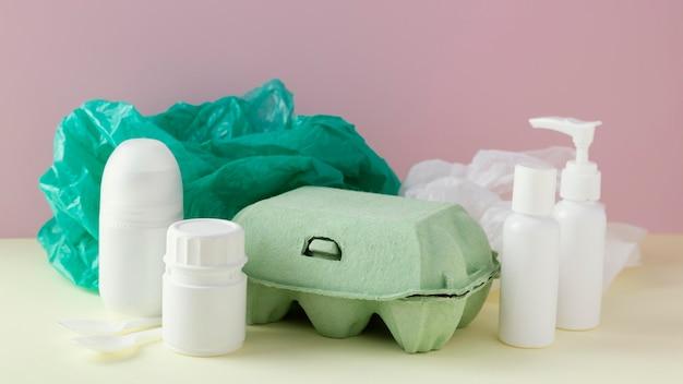 Bekisting met plastic zak en flessen
