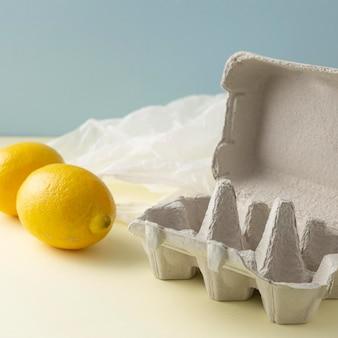 Bekistingen met citroenen ernaast