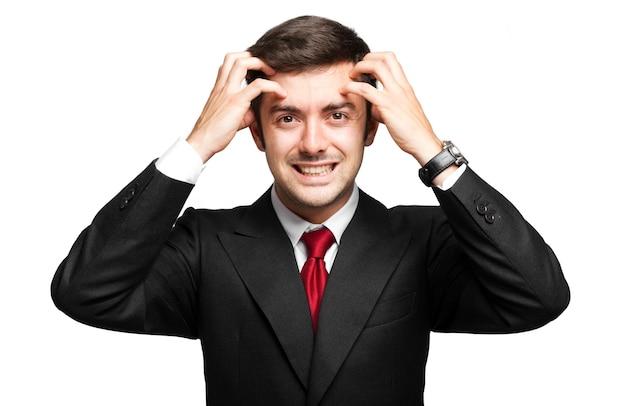 Beklemtoonde zakenman die op wit wordt geïsoleerd