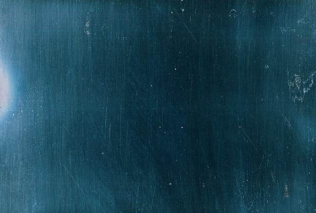 Bekraste overlay. grunge textuur. blauwe oude film oppervlak met stof vuildeeltjes ruispatroon. donker vervaagd glaseffect voor fotobewerking.
