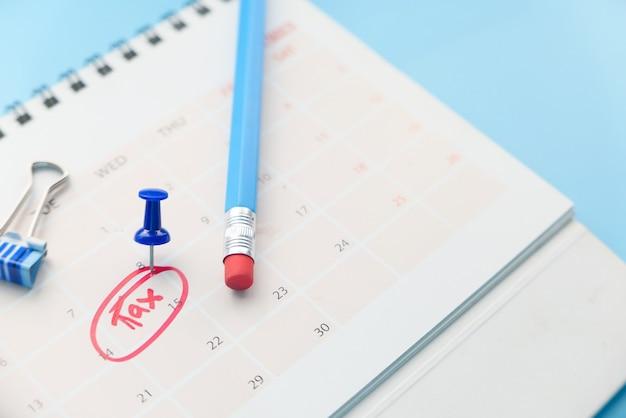 Belastingdag concept met rode cirkel op kalenderdatum.