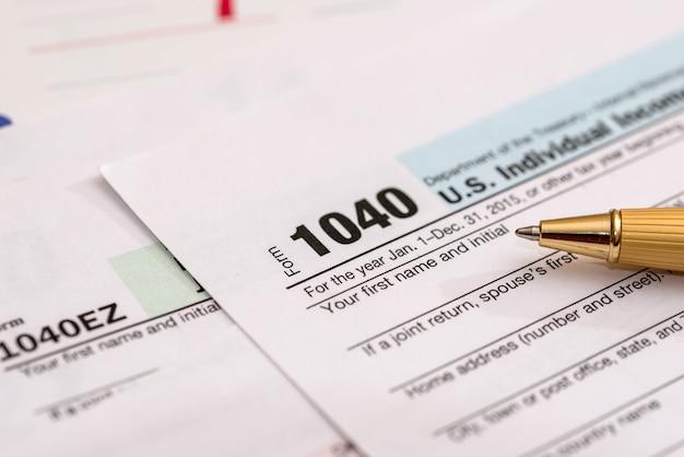 Belastingformulier us 1040 met kalender