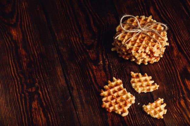 Belgische wafels op houten oppervlak.