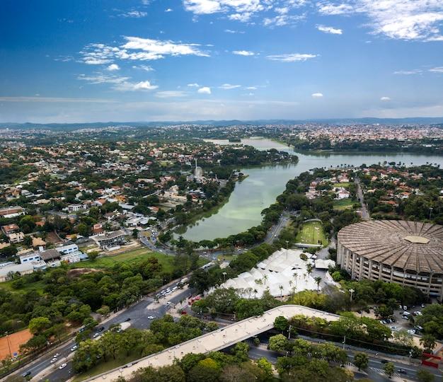 Belo horizonte, minas gerais, brazilië. luchtfoto van het pampulha-meer