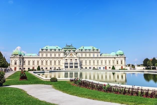 Belvedere paleis, wenen in oostenrijk, zomer uitzicht