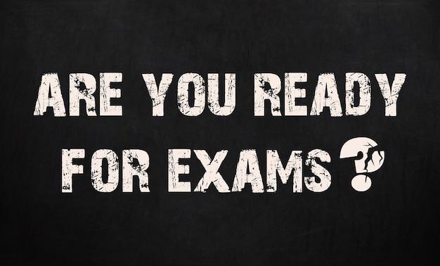 Ben je klaar voor examens. schoolbord textuur.