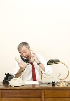 Benadrukt man met verschillende telefoons op kantoor