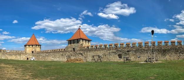 Bender, moldavië 06.09.2021. het tighina-fort in bender, transnistrië of moldavië, op een zonnige zomerdag