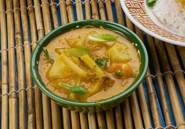 Bengaalse drumstick curry- drumstick aardappel curry, pakistaanse keuken