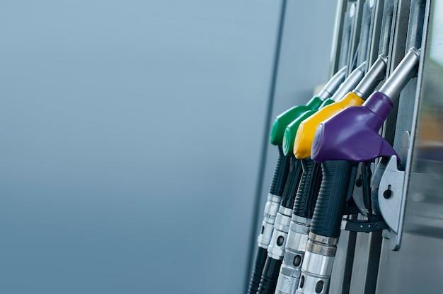 Benzinestation voor auto's van dichtbij
