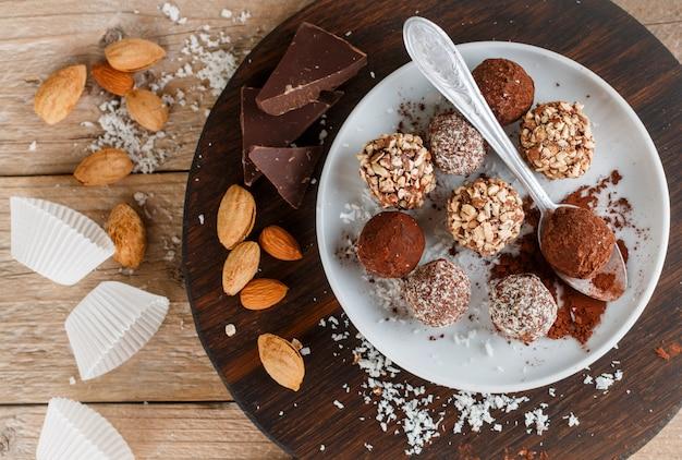 Bereid geassorteerde pure chocoladetruffels