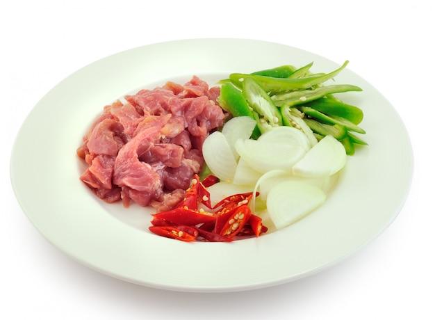 Bereid gebakken varkensvlees thais eten