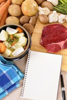 Bereiden van rundvlees casserole of stoofpot met ingrediënten