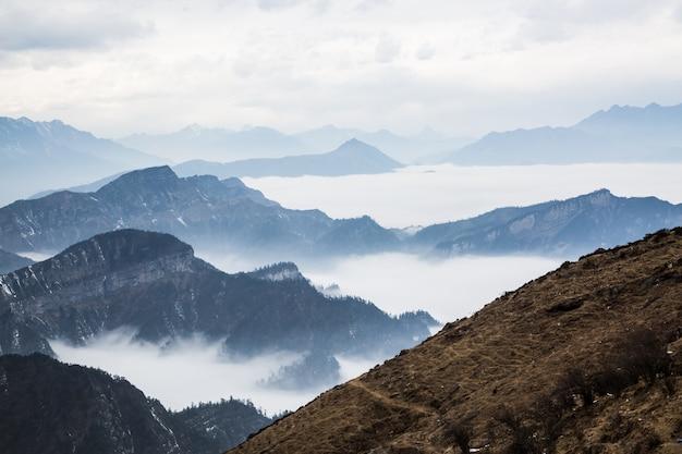 Berg boven de wolken