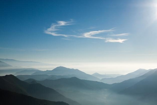 Berg gradiënt achtergrond. berglandschap Premium Foto