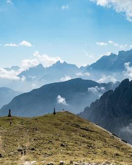 Bergachtig landschap in het natuurpark three peaks in italië