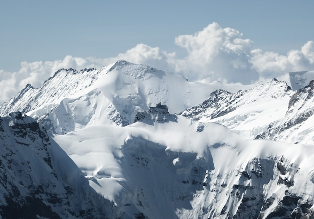 Bergalpen in een zeer koude winter