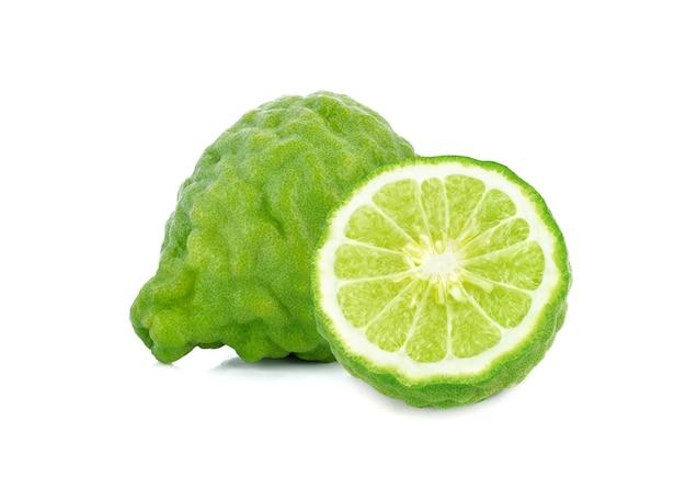 Bergamotfruit dat op witte achtergrond wordt geïsoleerd
