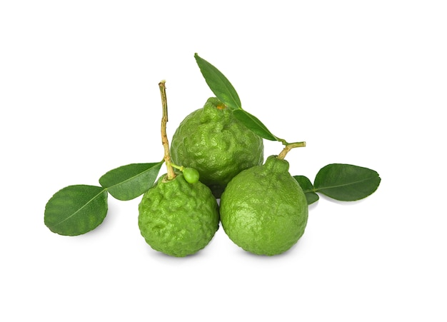 Bergamotfruit met stam en blad op wit wordt geïsoleerd dat