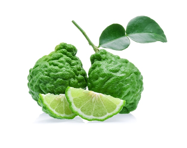 Bergamotfruit op witte achtergrond wordt geïsoleerd die