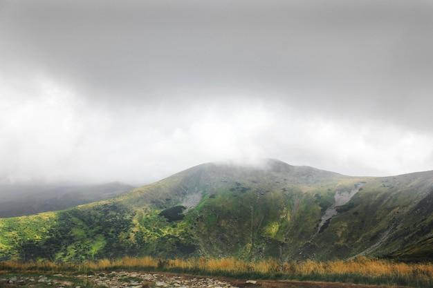 Bergen en wolken