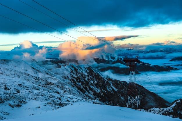 Bergen skigebied kaprun oostenrijk - natuur en sport achtergrond.