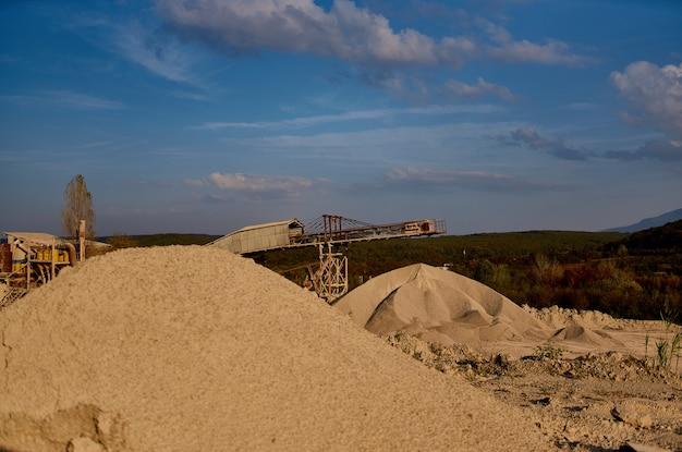 Bergen van zand bouwmaterialen geologie