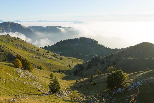 Berglandschap. berg grappa-panorama