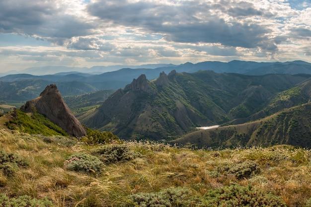 Berglandschap met wolken, het krim-schiereiland