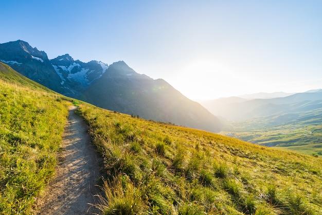 Bergpad op de franse alpen, massif des ecrins