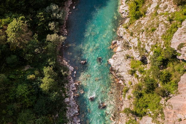 Bergrivier tara en schilderachtige diepe kloof. rafting route, durmitor national park, montenegro.