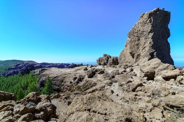 Bergtop in het natuurpark roque nublo op het canarische eiland gran canaria. spanje. europa.