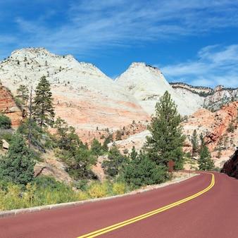 Bergweg in zion national park in de herfst