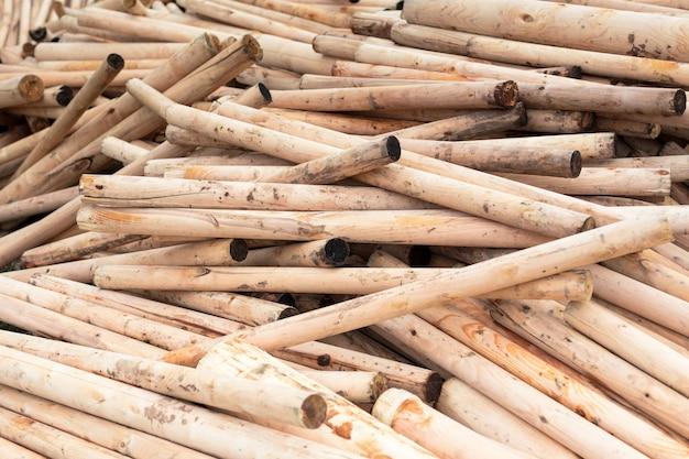 Berkenhout gestapeld in een stapel