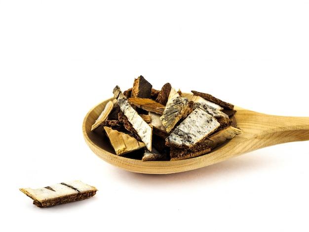 Berkeschors in houten lepel op wit