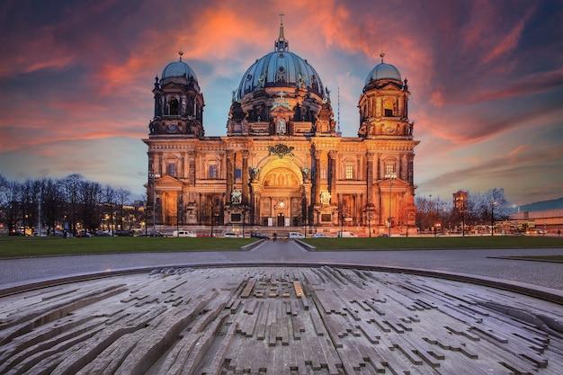 Berliner dom, berliner dom 's nachts, berlijn, duitsland