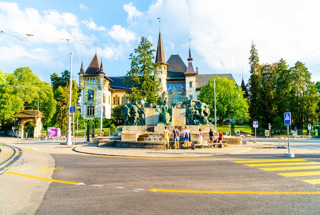 Bern, zwitserland - het historisch museum van bern, ontworpen door architect andre lamber en gebouwd in 1894
