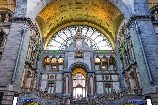 Beroemd antwerpen-centraal stationbinnenland in belgië