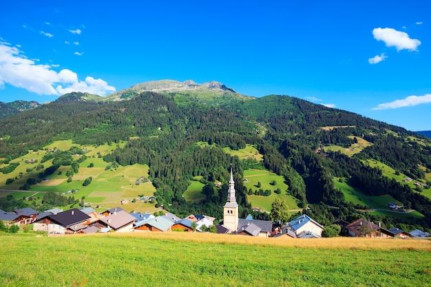Beroemd dorp in franse alpen