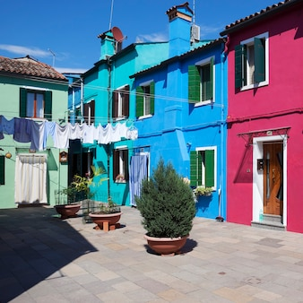 Beroemd eiland burano, kleurrijke huizen