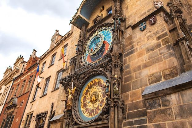 Beroemd klokkenspel van praag. praag astronomische klok