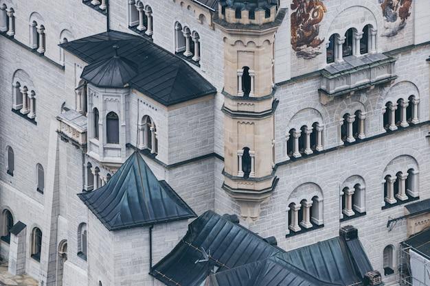 Beroemde beierse de close-upmening van de kasteelvoorgevel van neuschwanstein, details van architectuur