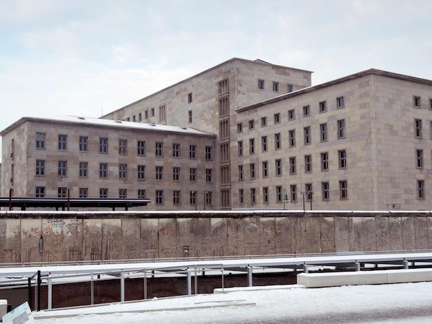 Beroemde berlijnse muur in het centrale deel van de duitse hoofdstad