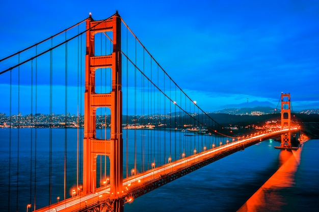 Beroemde golden gate bridge, san francisco 's nachts, verenigde staten